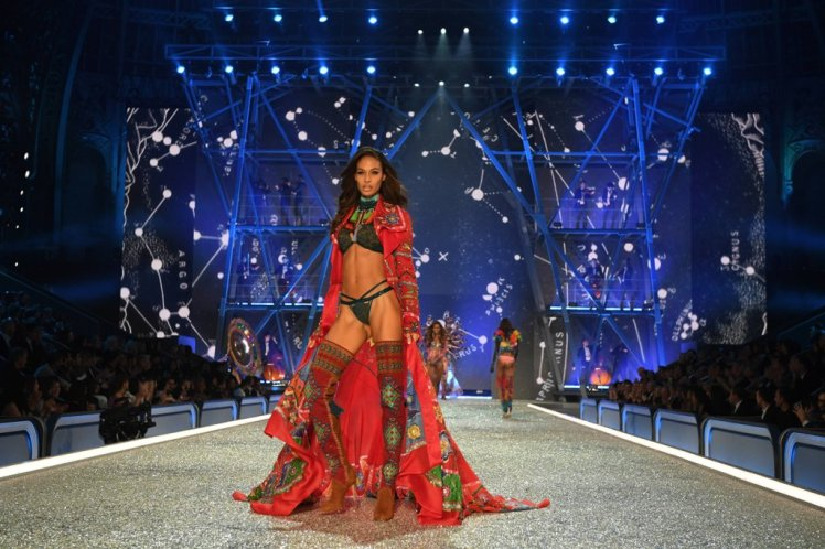 joan-smalls-victoria-secret-fashion-show2-2016